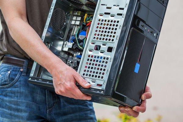 tecnico computer porta un pc roma